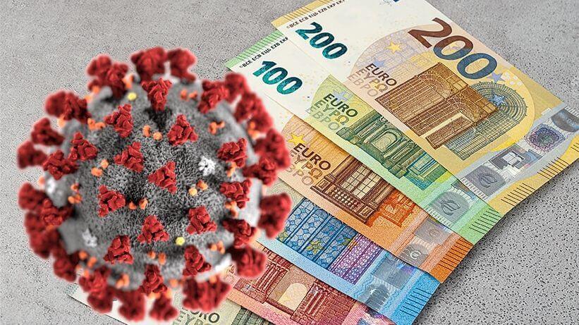 Sovraindebitamento dovuto al Coronavirus. In questa immagine si vede la cellula del Coronavirus che vola su delle banconote.