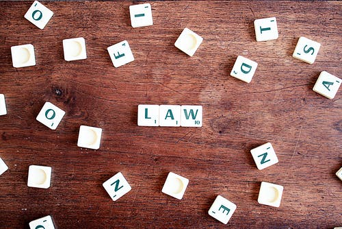 Il reato di istigazione a disobbedire alle leggi.