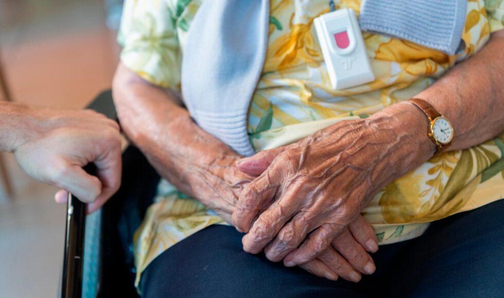 I figli hanno il dovere di assistere i genitori anziani.